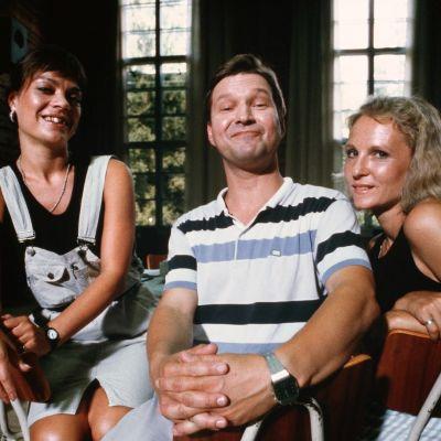 Lena Meriläinen, Matti Viironen ja Tiina Weckström tähdittivät Saastamoisen poika -sarjaa.