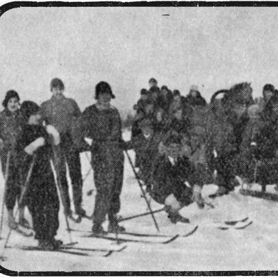 Toivo Saarenpään perustama Päivän Laulu -kuoro rekiretkellä Viipurissa 1934.