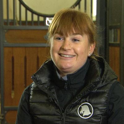 Hoppryttaren Marina Ehrnrooth intervjuas i sitt stall, oktober 2016.