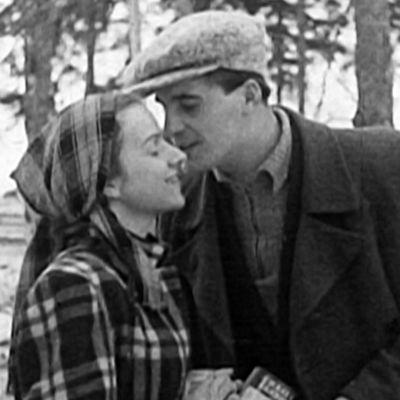 Vuonna 1949 valmistuneen valistusfilmin mukaan Suomen kansaa odotti onnellinen tulevaisuus, kun maan hallitus ponnisteli sen hyväksi voimiaan säästämättä.