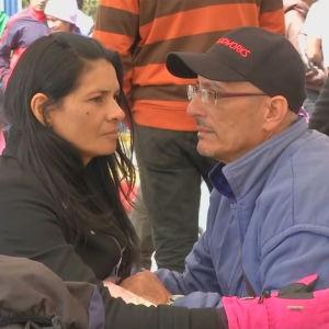 Venezolanerna Gabriel Malavolta och hans fru Yenni vid gränsen mellan Colombia och Ecuador i augusti 2018.
