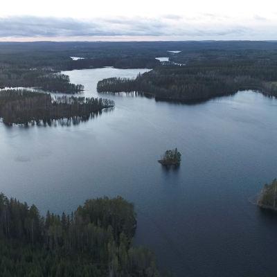 Ilmakuvaa Rautalammin eteläpuolelta Pieni-Myhi järveltä.