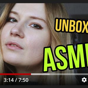 Youtube-testin pääkuvassa nuori nainen katsoo kameraan ja kuvassa tekstit ASRM ja unboxing