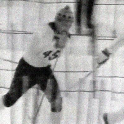 Kalevi Oikarainen kirii 50 km:n maahtohiihdon MM-kultaan 1970 Ylä-Tatralla.