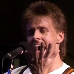 Heikki Hela laulaa Gospel Power -yhtyeessä.