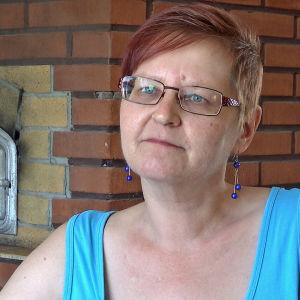 Anitta Piiroinen kotonaan Joensuussa.