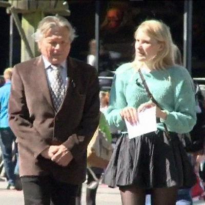 Toimitusjohtaja Risto Räikkönen Rosa Kettumäen haastattelussa Linnanmäellä 2011.