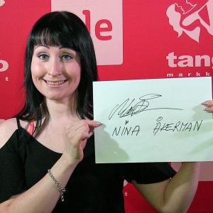 Nina Åkerman osallistuu Seinäjoen Tangomarkkinoiden laulukilpailuun.