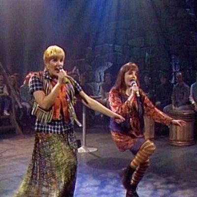 Taikapeili esiintyy Suomen suosikit -ohjelmassa 1994.