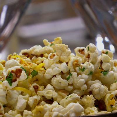 Kryddade popcorn.