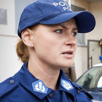 Ria Kataja, roolissaan Rauni Väänänen Taivaan tulet -ohjelmassa.
