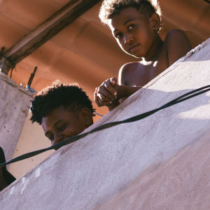 Barn i favelan i Salvador