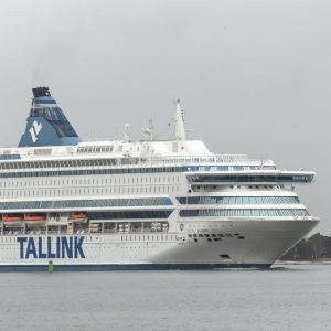 Silja Europa anländer till Västra hamnen i Helsingfors den 20 oktober 2019