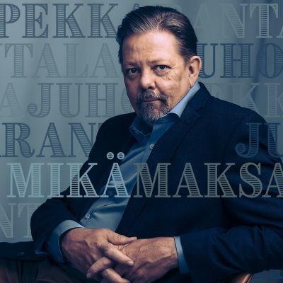 Juho-Pekka Rantala istuu penkillä kädet sylissä.