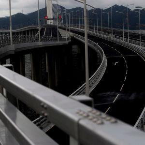 Tienristeyksessä Hong Kong - Shenzen -sillalla.