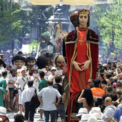 Nukkehahmoja Corpus Christi -pääsiäiskulkueessa Granadassa.