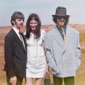 Vanha kunnon Freda, Beatlesin sihteeri (Good Ol' Freda). Kuva dokumenttielokuvasta.