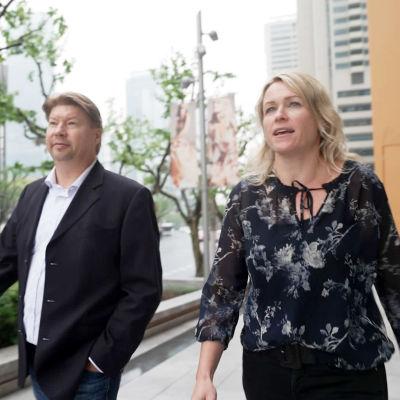 Valion Kiinan toimitusjohtaja Olli Osara ja Finnish Business councilin toiminnanjohtaja Hanna Osara Shanghaissa