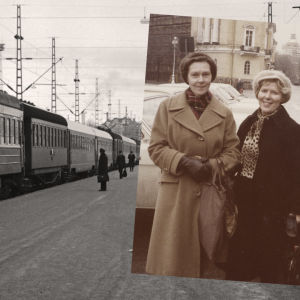 Kirsti von Boehm ja Meri Louhos Leningradissa 1960-luvun loppupuolella. Taustalla Leningradin juna Helsingin rautatieasemalla 1975.