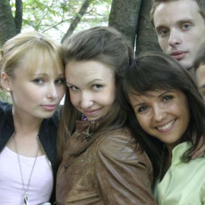 Opiskelijoita ryhmäkuvassa