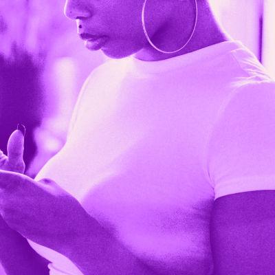 Tekstit: Kuvien muokkaus, Digitreenit, yle.fi/oppiminen. Kuvassa kädet ottavat kuvaa kännykällä.