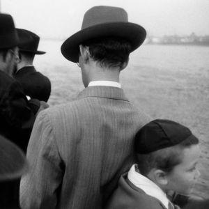 Kuva Robert Frankin valokuvakirjasta The Americans. Kuvakaappaus dokumenttielokuvasta Don't Blink: Robert Frank.