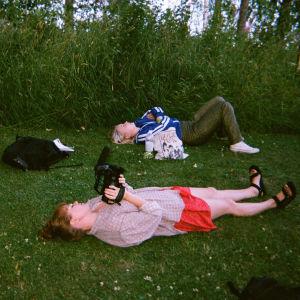 Kertakäyttökameralla otettu kuva Maustetyttöjen Anna Karjalaisesta.