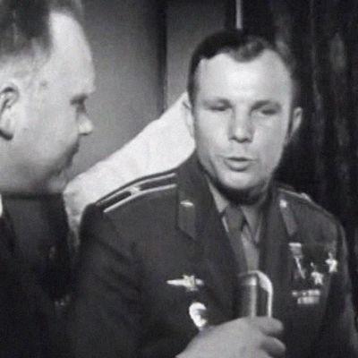Avaruuslentäjä Juri Gagarin junassa matkalla Helsinkiin.