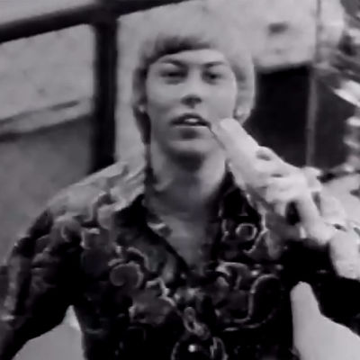 Danny esiintyy (1966).