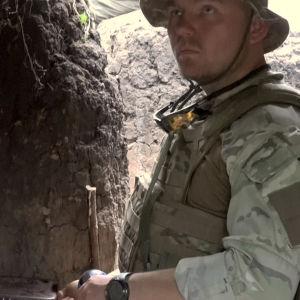 Ukrainan armeijan upseeri Oleksandr toimistossaan Itä-Ukrainan rintamalla ohjelmassa 24 tuntia Euroopassa