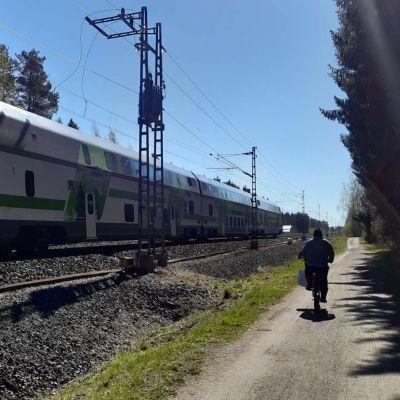 Liikkuva juna raiteilla Seinäjoella