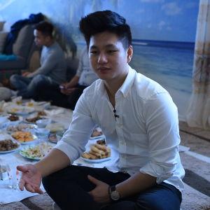 thang nguyen sitter vid nyårsbuffé
