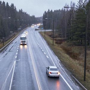 Trafik på riksväg 9 i Tammerfors.