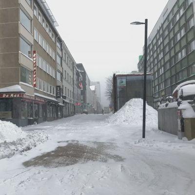 Näin lumista oli 23.2. Oulun keskustassa.