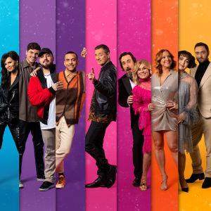 Programledarna i Melodifestivalen 2021 står bredvid varandra mot färggrann bakgrund.