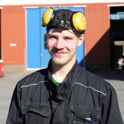 autoasentajaopiskelija Ilpo Holopainen.