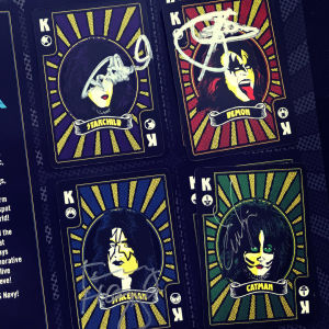 Signerade Kiss-spelkort från Kiss Kruise VIII