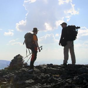 Vaeltajat vuoren huipulla