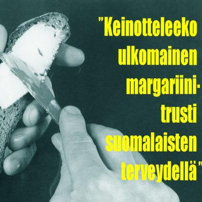 """Mies levittää rasvaa (voita tai margariinia) ruisleivälle. Kuvan päälle liitetty Uuden Kuvalehden otsikko """"Keinotteleeko ulkomainen margariinitrusti suomalaisten terveydellä""""."""