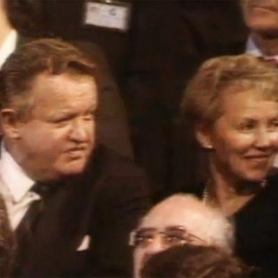 Martti ja Eeva Ahtisaari kutsuvieraskatsomossa Namibian itsenäistymisjuhlassa