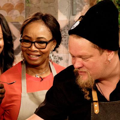 Ville Haapasalo tutustuu nigerialaiseen keittiöön.