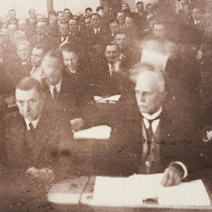 Eduskunta koolla Kauhajoella (1939).