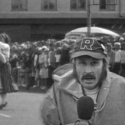 Raimo Häyrinen selostaa 1973 polkan SM-kisakiertueella.