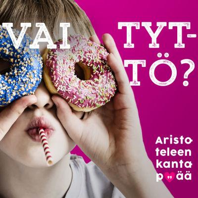 Lapsi pitää donitseja silmiensä edessä ja katsoo niiden läpi.
