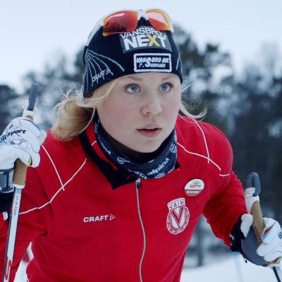 Julia Svan skidar