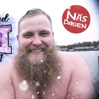 Jonas Forsbacka naken framför havet i kylan.