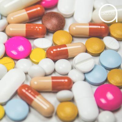 Eri värisiä lääkkeitä