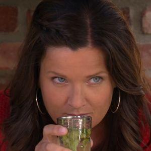 Camilla doftar på te för arga damer.