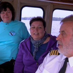 Kapten OLvai och guiden Merja presenterar Päijänne.