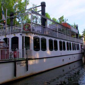 Ångbåten Wellamo i sluss.